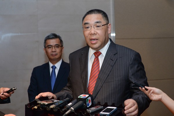Macau Chief Executive vows to listen to public on fate of dog races