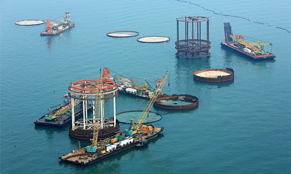 Hong Kong-Zhuhai-Macau bridge delayed by a year