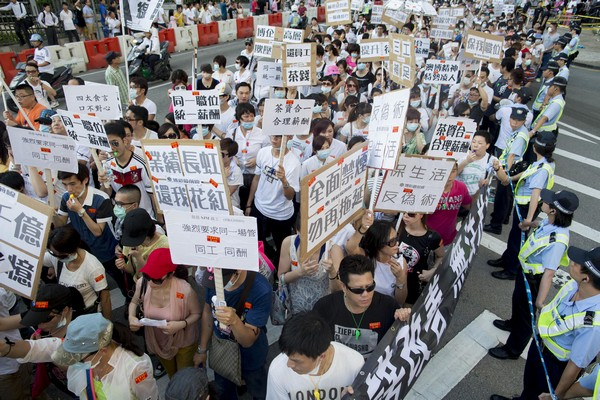 Macau unions call for pay rise for gaming workers