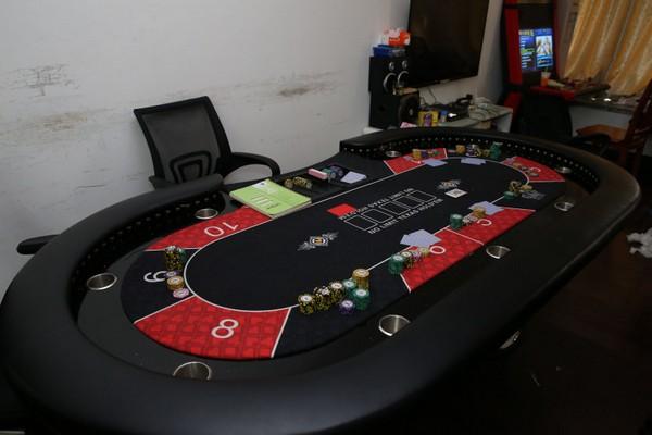 Police bust illegal casino, nab 15 in Areia Preta, Macau