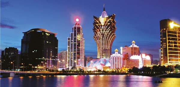 Hotel guests rise 7.5 pct in February