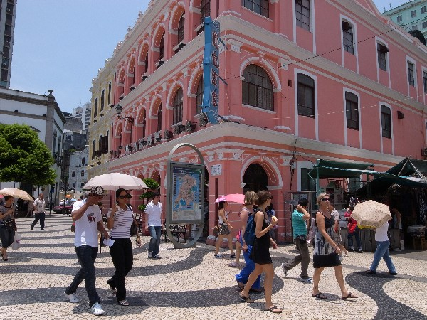 Police bust pickpocketing racket preying on tourists