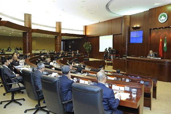 Macau lawmakers approve tobacco tax hike