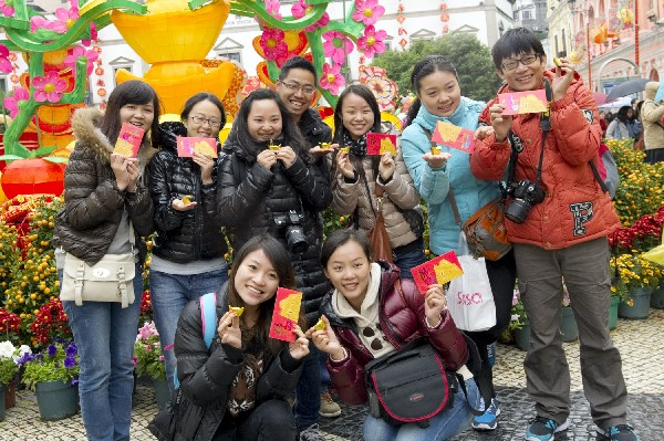 Asians account for 97.5 pct of visitors in 2011