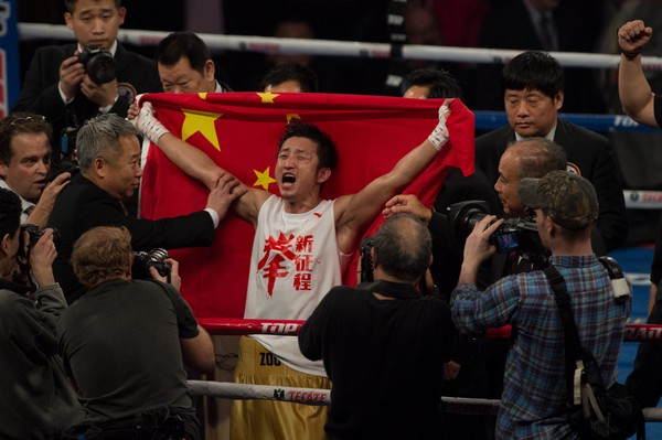 Former Olympic champ Zou wins decision on pro boxing debut