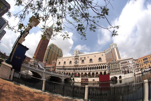 Tourists complain about '200-yuan charge' to visit Venetian