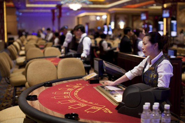 Chui says govt wants better training for croupiers