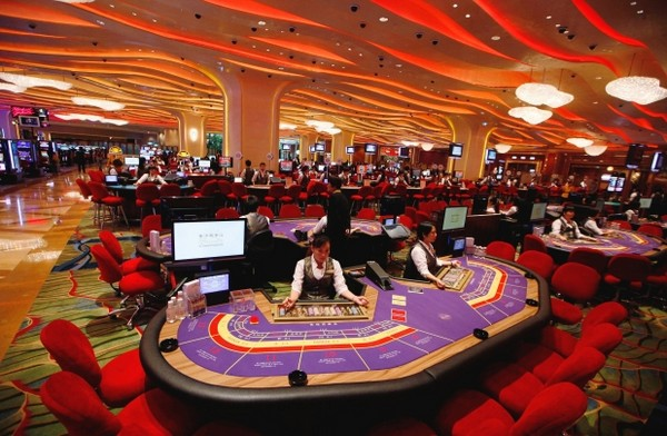 Top trade union wants govt to ban non-local croupiers by law