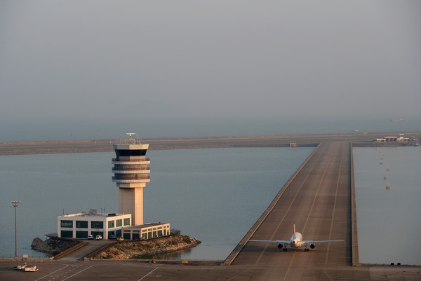 Airport passengers rise 9 percent in 2014