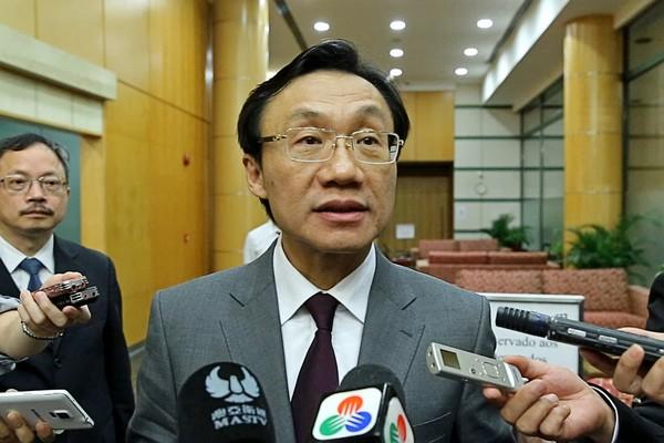 Macau total smoking ban means no more casino smoking lounges