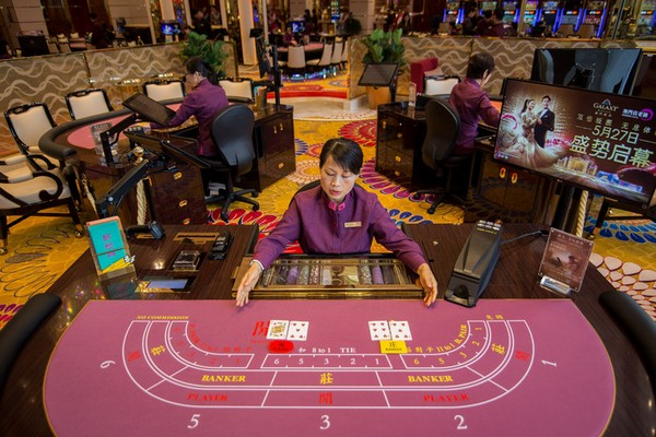 Casino revenue in Macau drops 16.3 pct in March