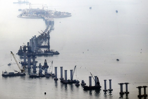 Contractors say deadline for Hong Kong-Zhuhai-Macau bridge is unconvincing