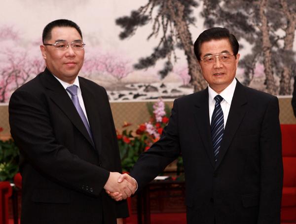 President Hu meets chief executive of Macau in Beiing