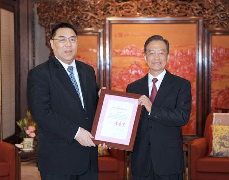 Chinese Premier Wen Jiabao gives backing to Macau's new Chief Executive