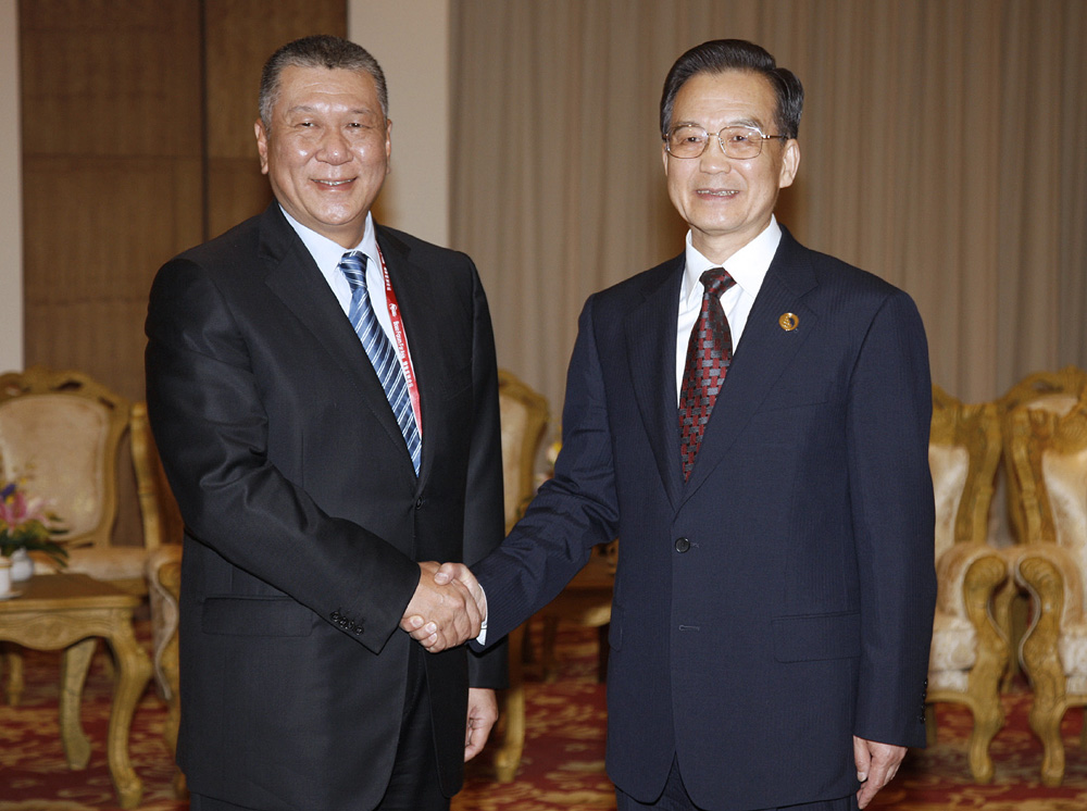 Wen Jiabao praises measures taken by Macau, though notes global financial crisis will continue