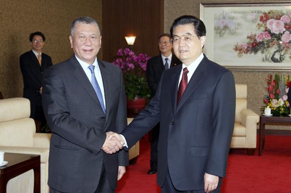 Edmund Ho receives top Macau medal