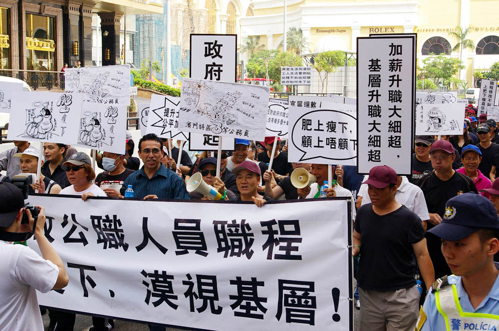 Several hundred Macau civil servants stage pay protest