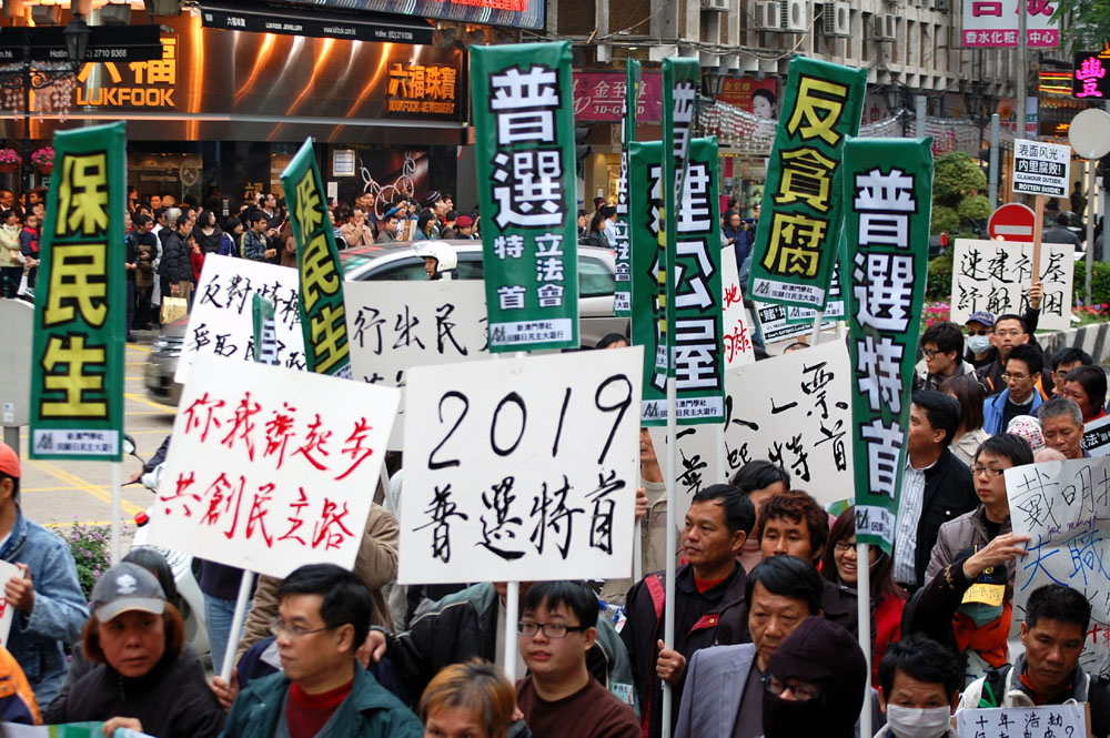 1,000 protestors march for democratic reforms, family reunions