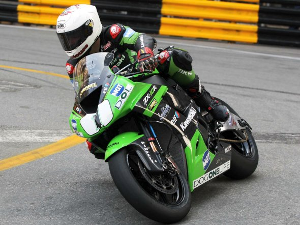 Stuart Easton win for the third year in a row the Macau Motorcycle Grand Prix