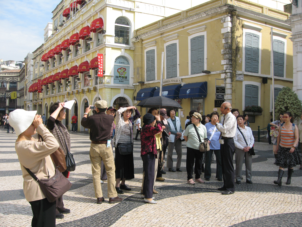Macau tourism chief forecasts 10 pct growth in visitor arrivals