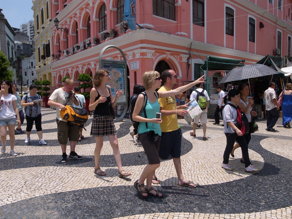 Tourists from international markets increase 12.2 percent in the first 8 months of the year