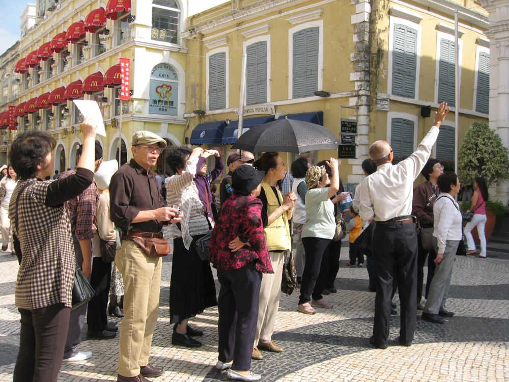 Visitors arrivals to Macau climbed 12.4 percent in the first four months of 2010