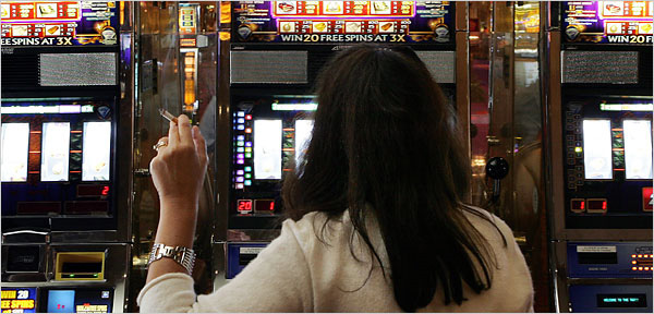 Macau total smoking ban may pare casino revenue by up to 4.6 percent