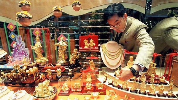 Gold jewellery imports drop 29 pct in August