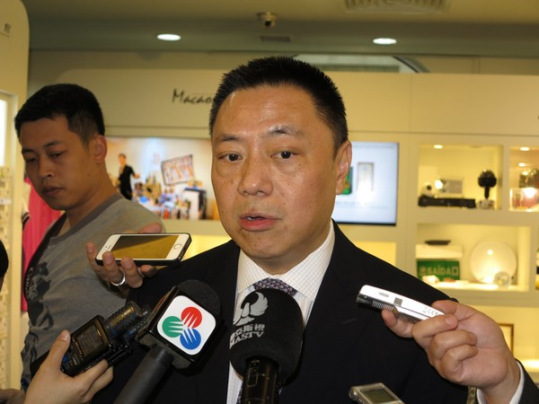 Macau government to introduce minimum wage by 2018