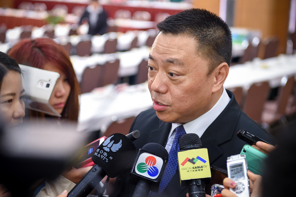 Leong hopes to strike Macau-Guangdong investment deal today