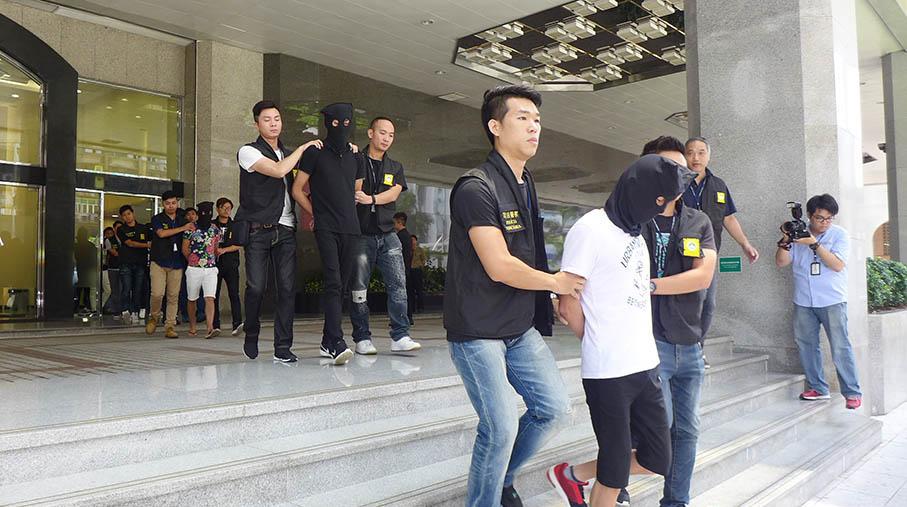 Police arrest 8 casino loansharks in Macau
