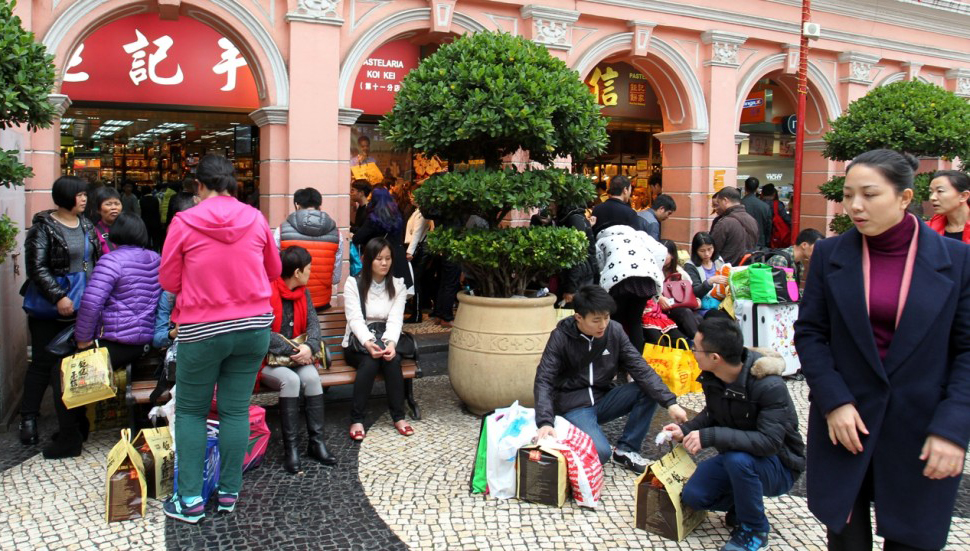 Macau visitors spend less in Q2 on non-gaming