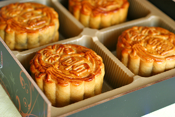 Macau government orders removal of 'carcinogenic' mooncakes