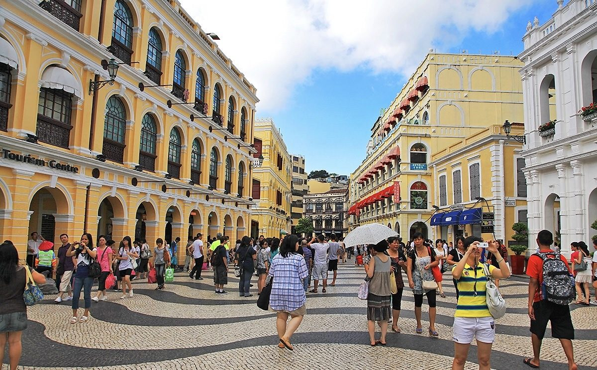 Visitors rise 5.7 percent to 2.5 million in March