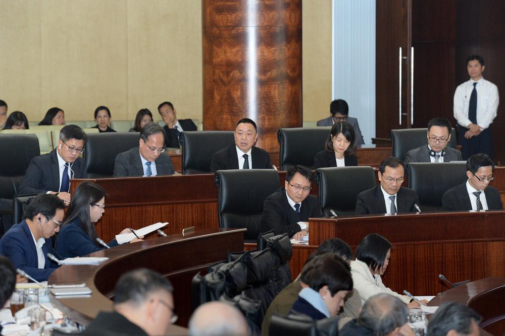 Lawmakers pass a MOP 109.61 billion patacas record budget bill for 2018