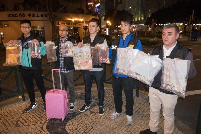 Drug mule swallows 1 kg of Ice worth 3 million patacas: police