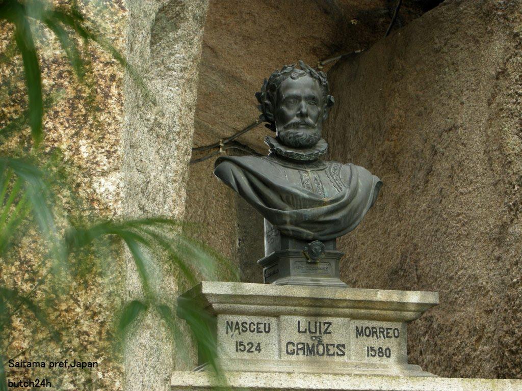 Graffiti defaces plinth of Camões bust: IC