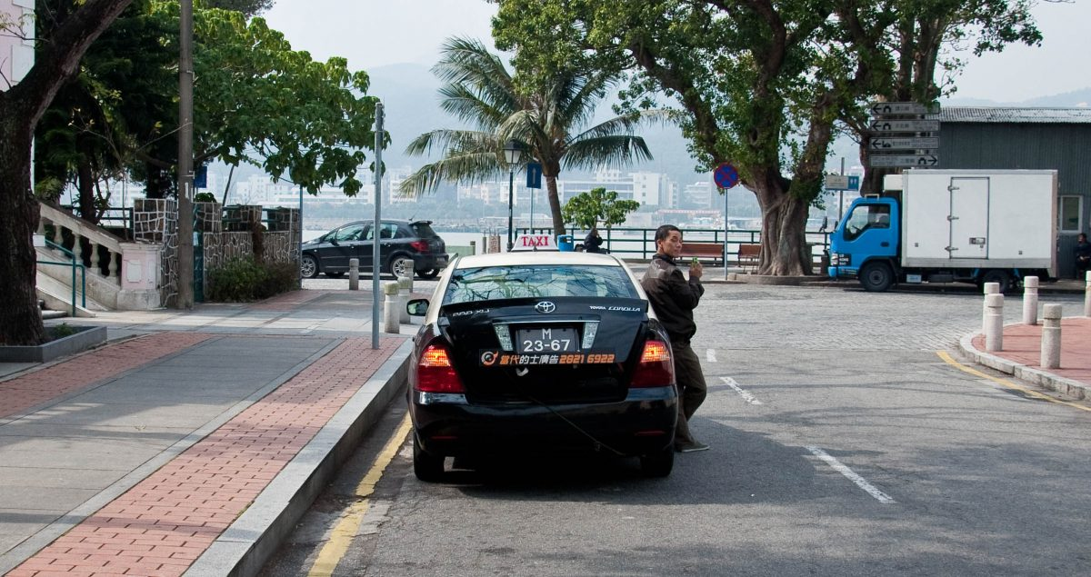 Government proposes cancelling taxi-driving licences after four violations