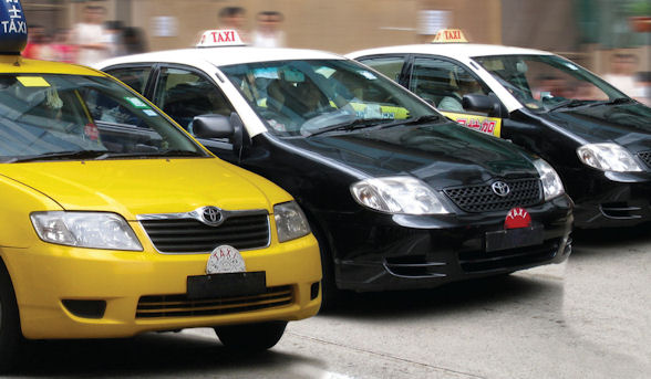 Cabbie locks 4 US passengers in taxi
