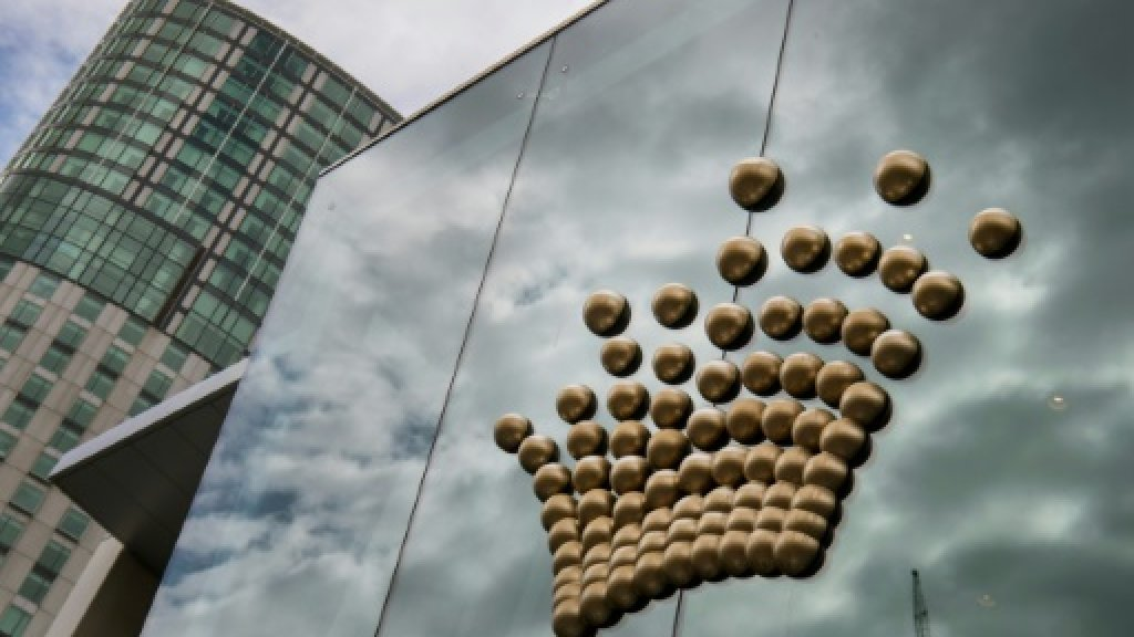 Melco buys 19.99 pct stake in Crown