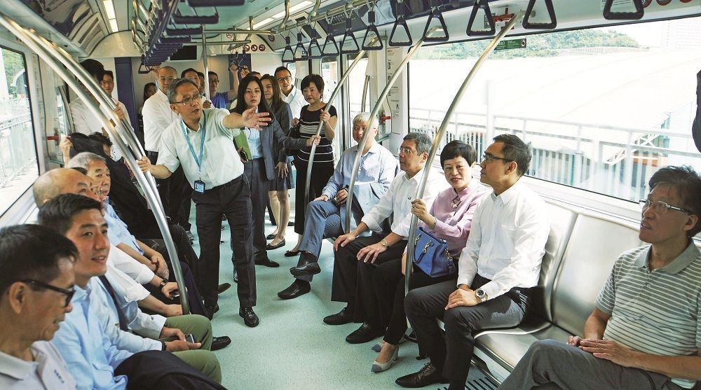 Rosário takes 22 lawmakers on their 1st LRT ride