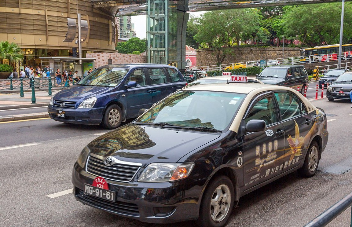 Offences by cabbies drop 'hugely' after new taxi law takes effect: police