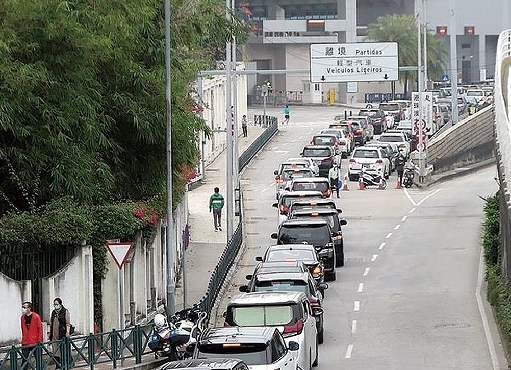 Zhuhai restricts entry of vehicles from Macau