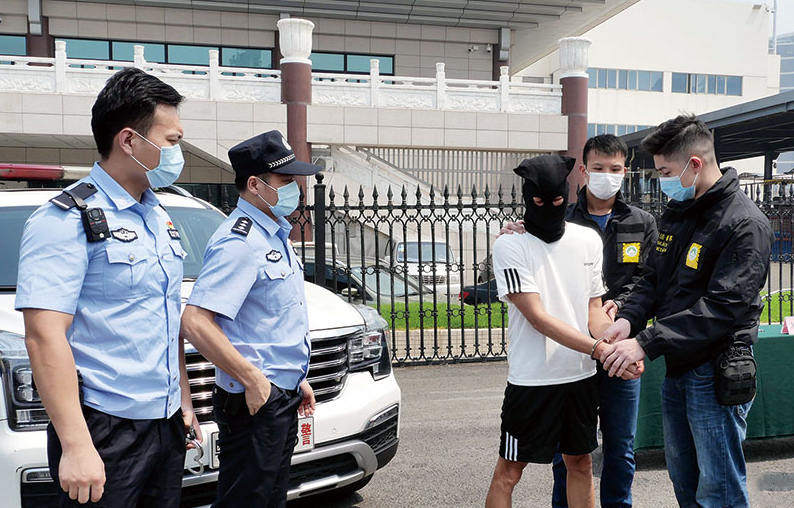 Man jailed in mainland handed to Macau for trial for 4 robberies in 1990s