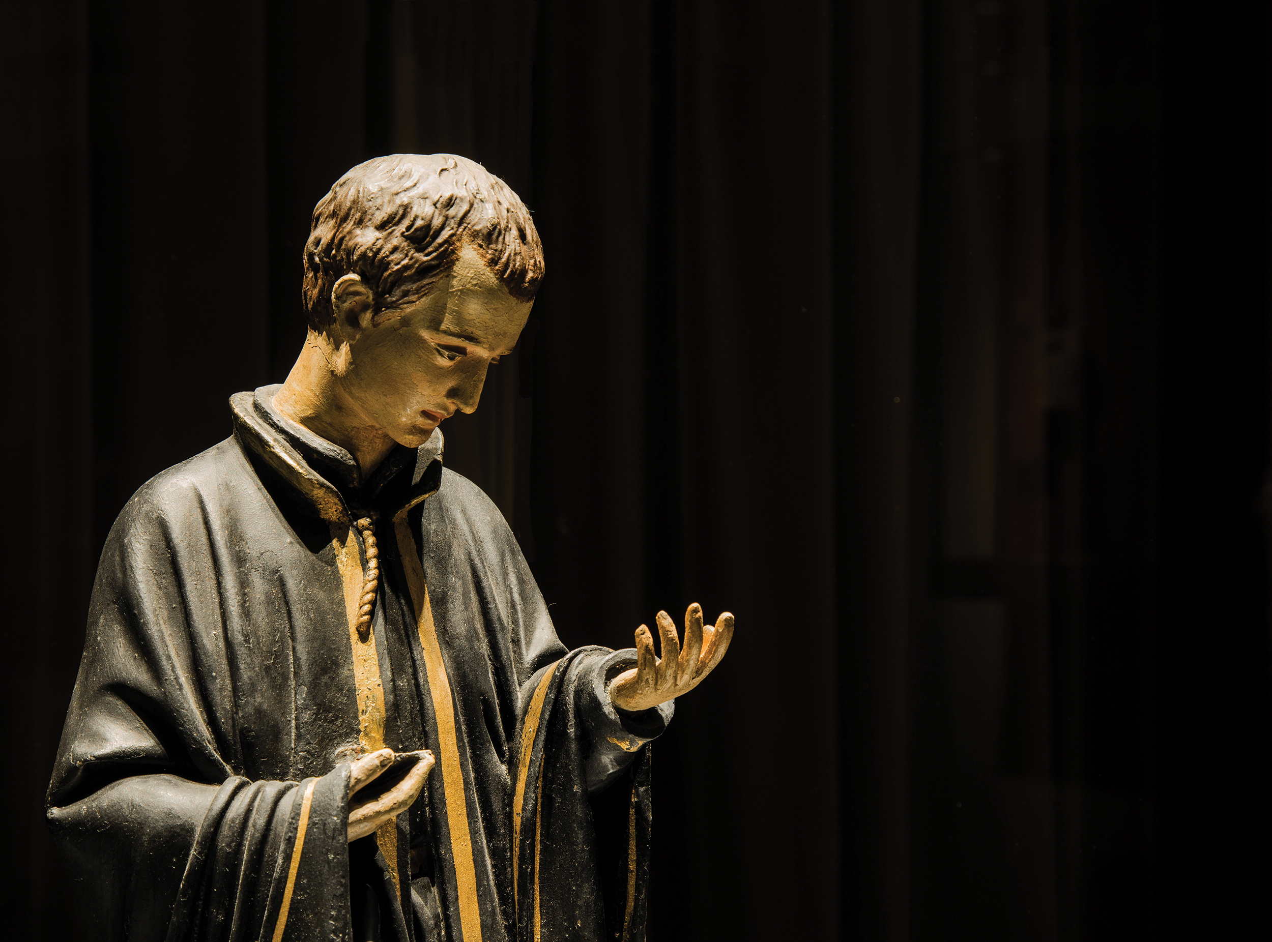 Religious statue inside the Treasure of Sacred Art of St Joseph's Seminary - Photo by António Sanmarful