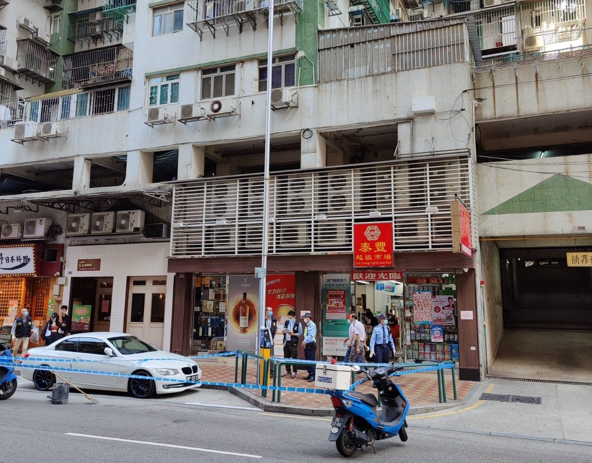 Man falls off building in Taipa