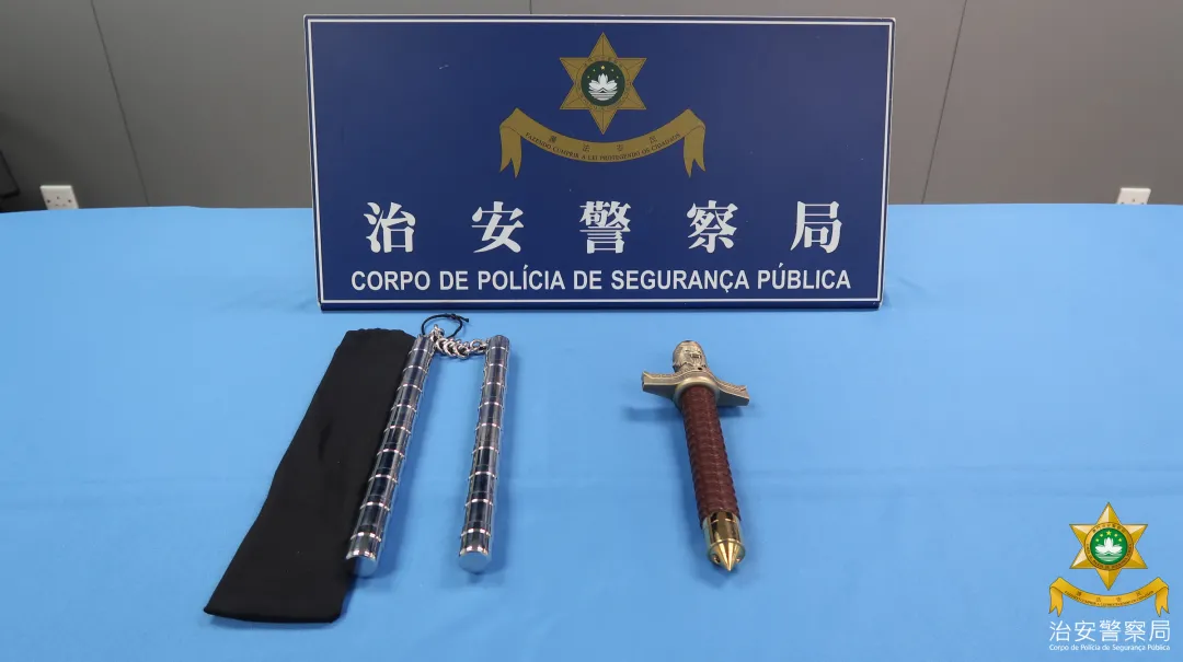 2 men caught at airport with prohibited weapons