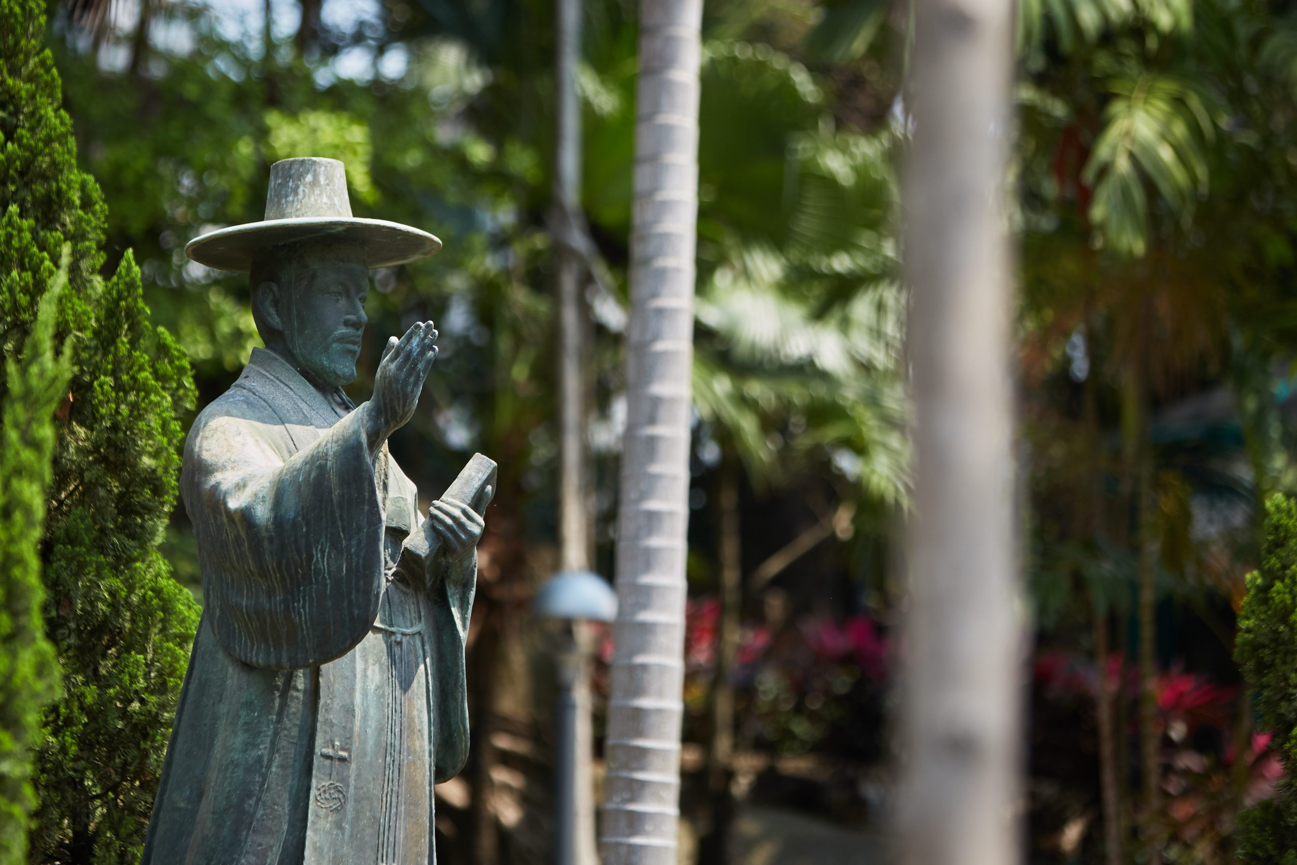 Statue of St Andrew Kim Taegon in Luís de Camōes Garden, Macao - Photo by António Sanmarful