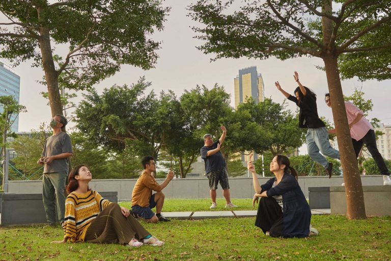 Representatives of local theatre companies create a scene in our grand photo shoot丨Photo by António Sanmarful