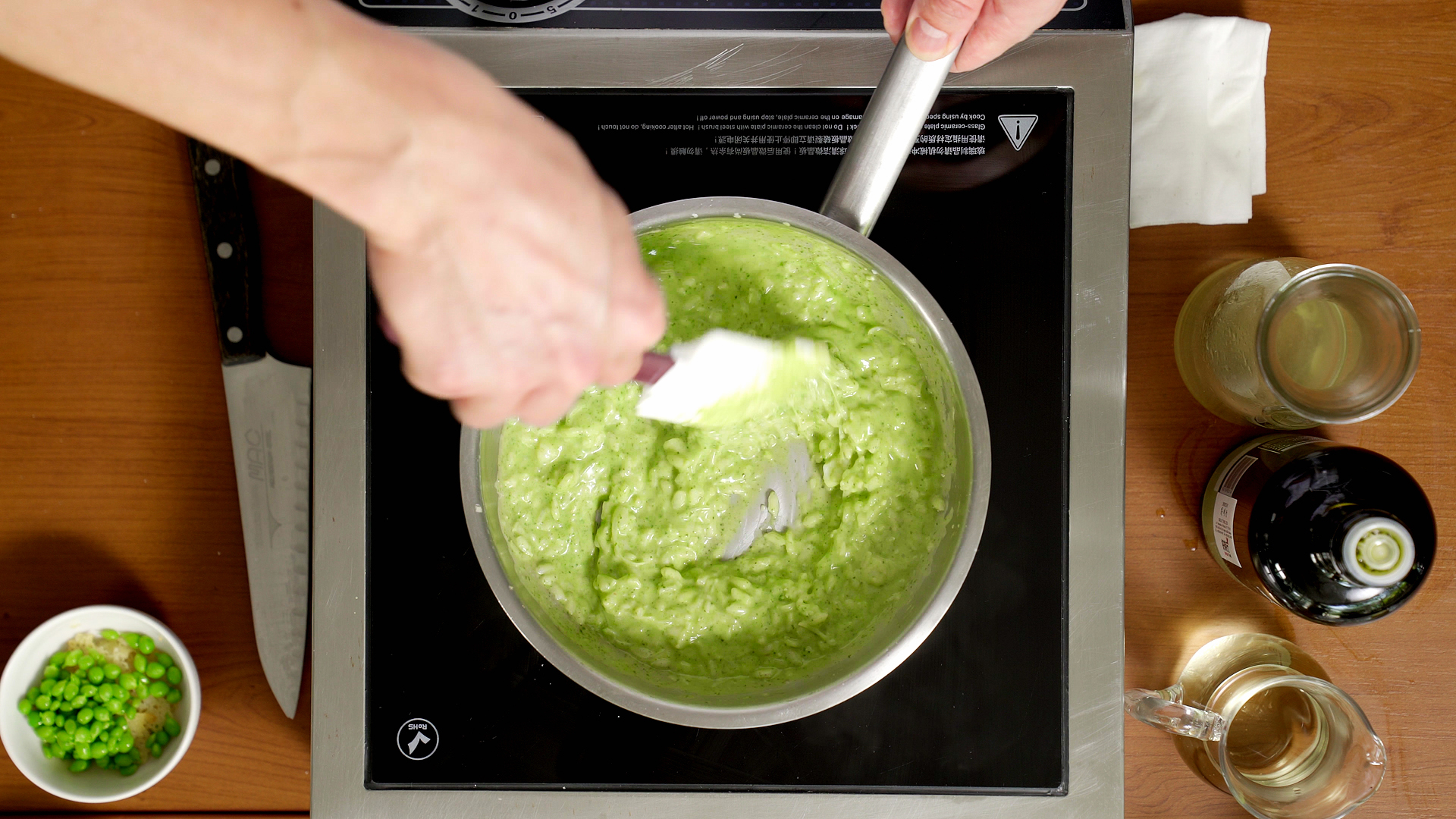 Risotto base - Step 6: Add 100-150 grams of the green pea puree to the risotto and keep stirring (stirring after adding puree)